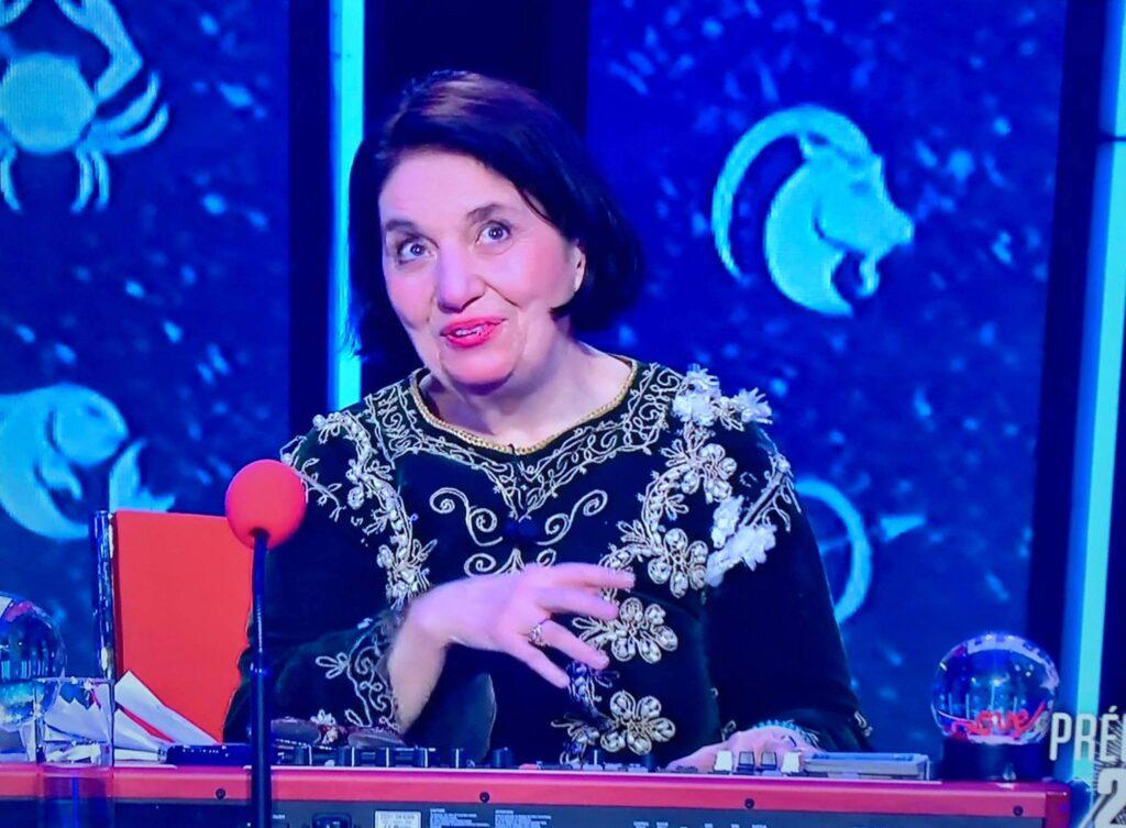 """Magda pendant la voyance de predictions 2021 chez la émission sur France2 """" Les Grosses Têtes"""""""